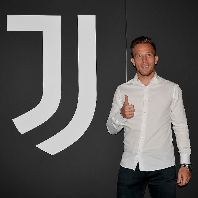 <a  data-cke-saved-href='/static/page/taxonomy/122754' href='/static/page/taxonomy/122754'>آرتور ملو</a> / Arthur Melo